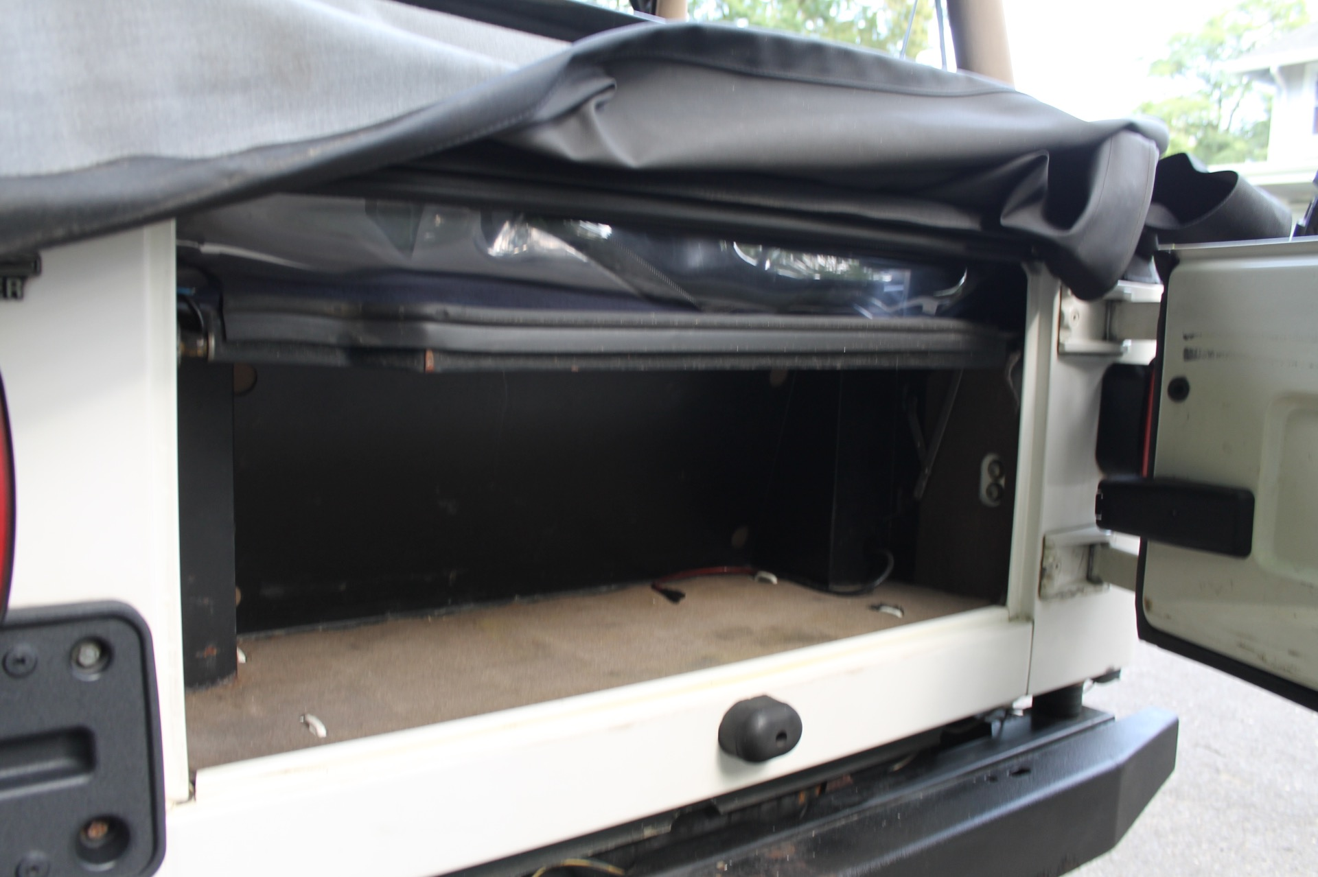 Used-1999-Jeep-Wrangler-Sahara