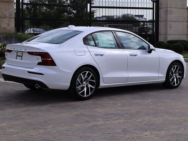 New-2021-Volvo-S60-T5-Momentum