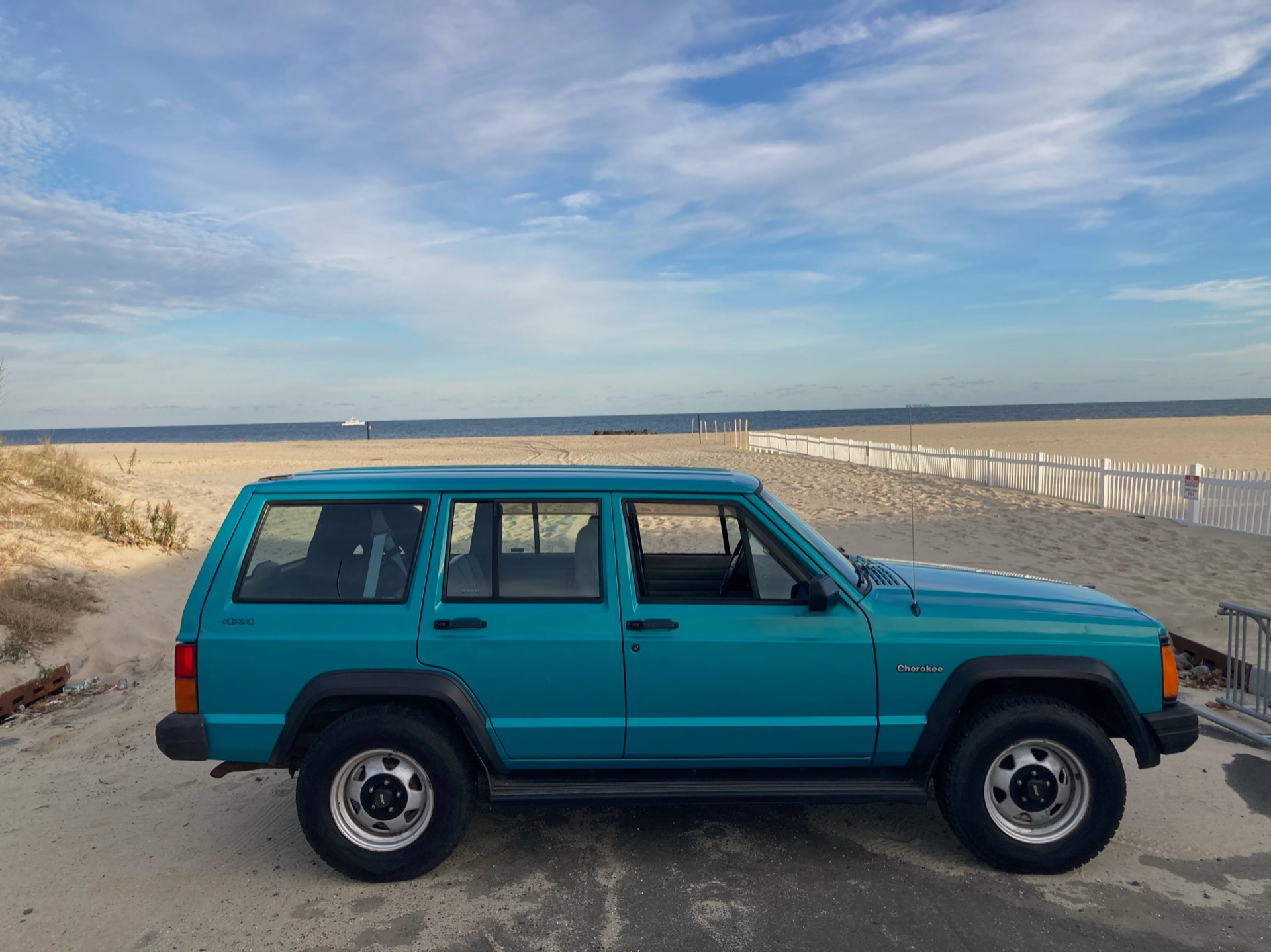 Used-1996-Jeep-Cherokee-SE